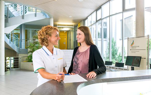 Privatklinik Obach AG à Soleure.2012.Patiente infirmiere, reception accueil..(OLIVIER MAIRE/PHOTO-GENIC.CH).