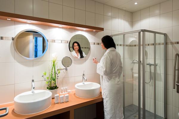 Chambre clinique Générale de Fribourg 2014 salle de main (PHOTO-GENIC.CH/ OLIVIER MAIRE) salle de bains de chambre CGF